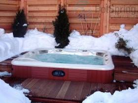 whirlpool holzdeck im winter outdoor whirlpool im garten. Black Bedroom Furniture Sets. Home Design Ideas