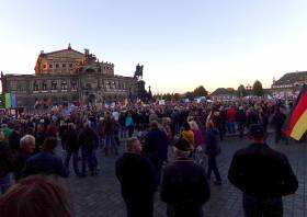 Demo an der Semperoper