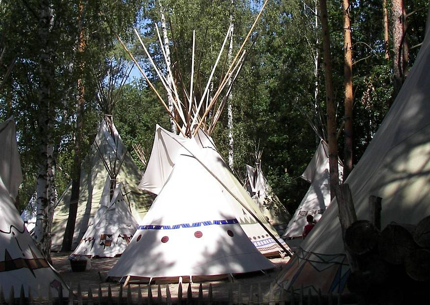 idee indianerzelt wigwam tipi oder jurte im garten. Black Bedroom Furniture Sets. Home Design Ideas