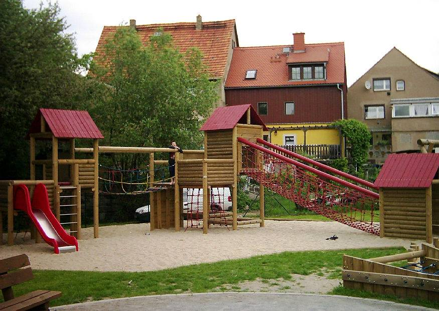kindgerechter spielplatz spielger te aus holz stelzenh user. Black Bedroom Furniture Sets. Home Design Ideas