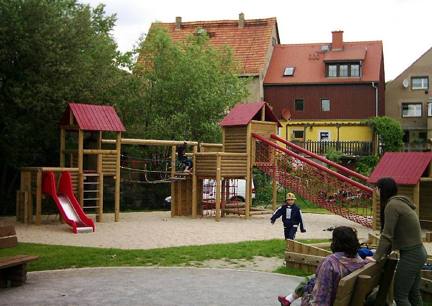 spielplatz spielger te aus holz sitzplatz f r eltern. Black Bedroom Furniture Sets. Home Design Ideas