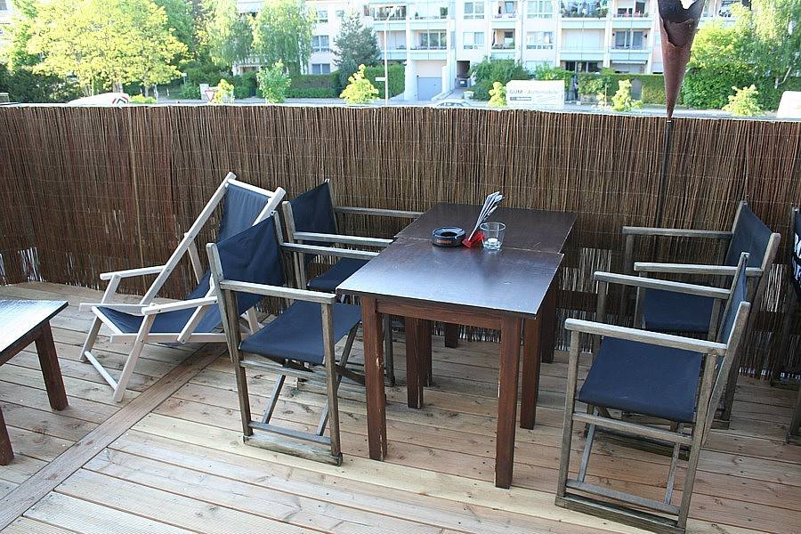 balkonterrasse mit sichtschutzmatten interessante gartenm bel. Black Bedroom Furniture Sets. Home Design Ideas