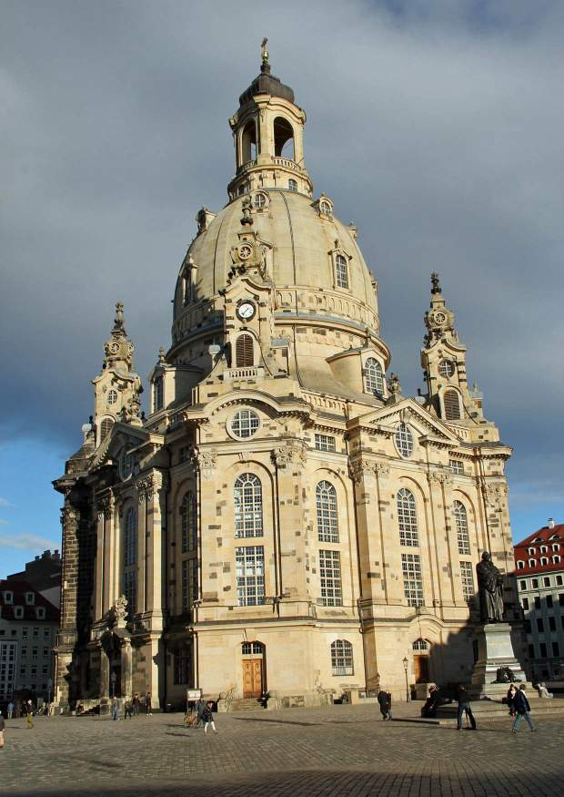 historische geb ude in dresden die frauenkirche. Black Bedroom Furniture Sets. Home Design Ideas